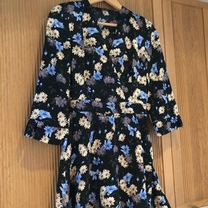 Zara Vneck floral short dress